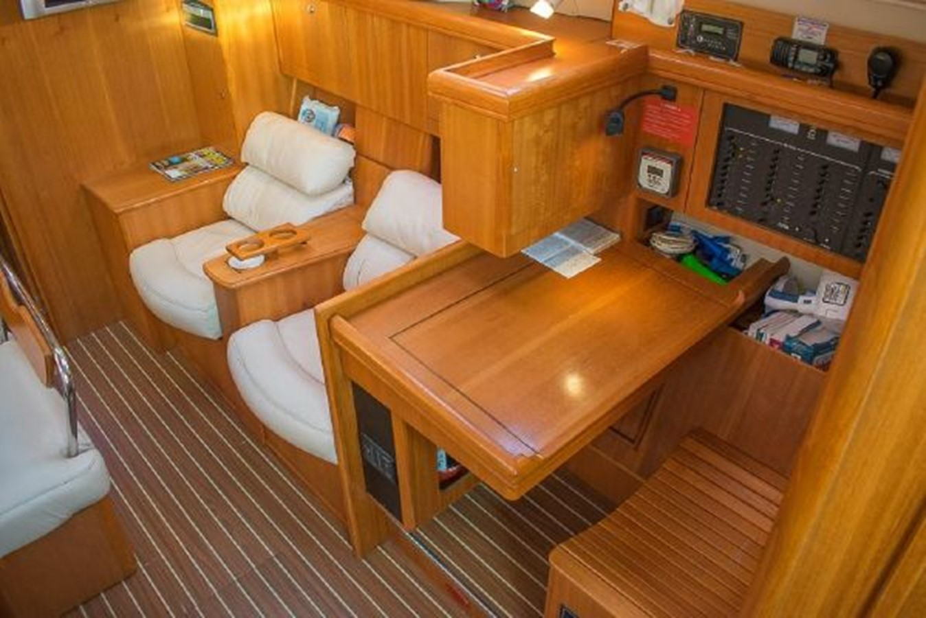 2004 HUNTER 466 Cruising Sailboat 2574005