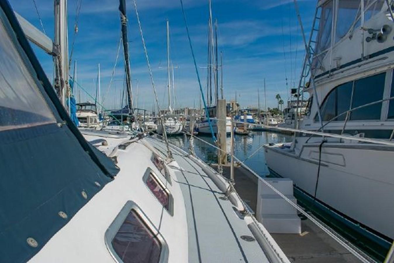 2004 HUNTER 466 Cruising Sailboat 2574027