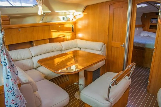 2004 HUNTER 466 Cruising Sailboat 2574007