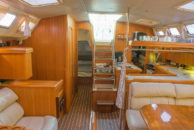 2004 HUNTER 466 Cruising Sailboat 2574012