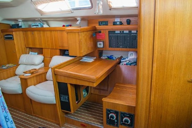 2004 HUNTER 466 Cruising Sailboat 2574018