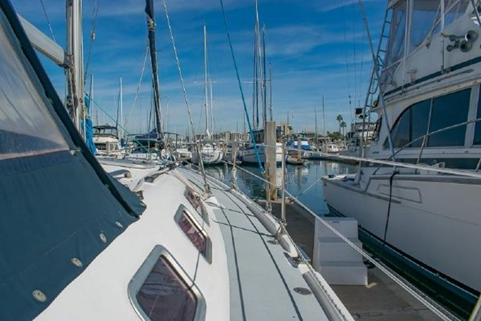 2004 HUNTER 466 Cruising Sailboat 2574027