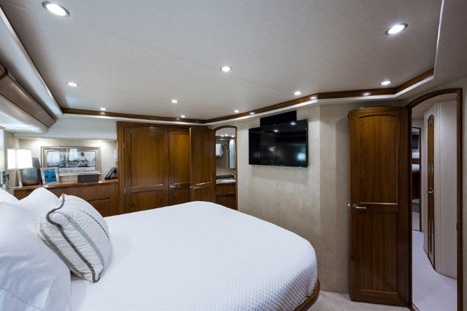 Master Stateroom 2016 VIKING Convertible with Seakeeper Sport Fisherman 2603917