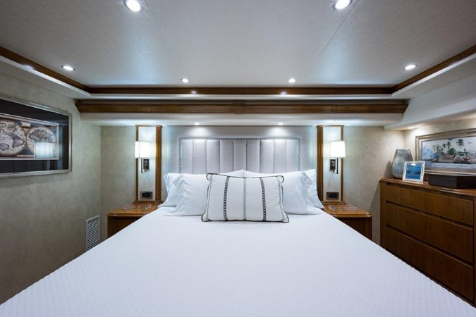 Master Stateroom 2016 VIKING Convertible with Seakeeper Sport Fisherman 2603918