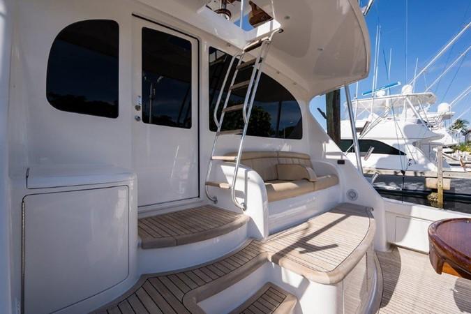 Cockpit 2016 VIKING Convertible with Seakeeper Sport Fisherman 2603942
