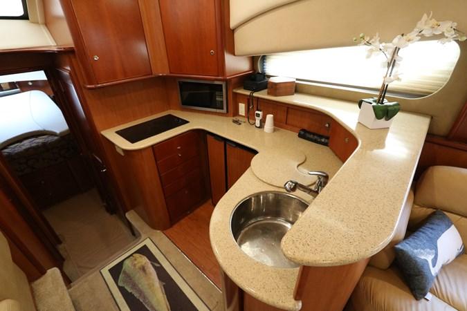 Galley 2010 SILVERTON 38 Sport Bridge Cruiser 2578511
