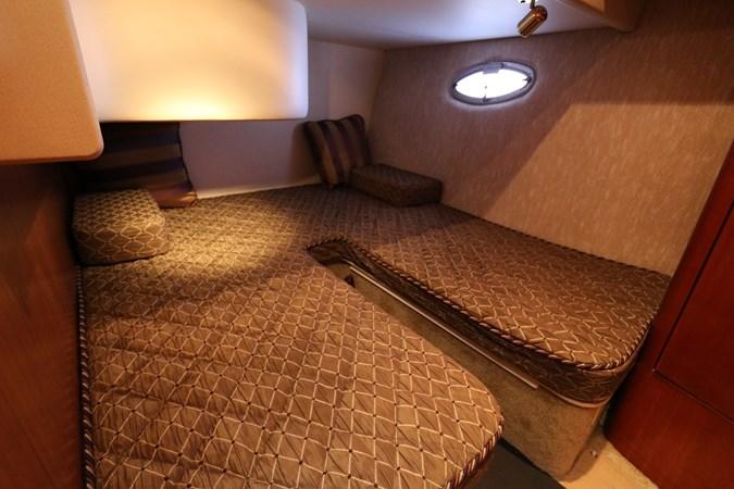 Guest Stateroom 2010 SILVERTON 38 Sport Bridge Cruiser 2578512