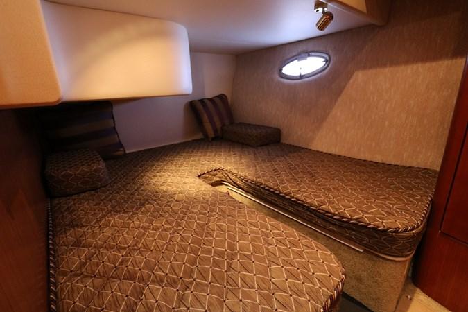 Guest Stateroom 2010 SILVERTON 38 Sport Bridge Cruiser 2578513