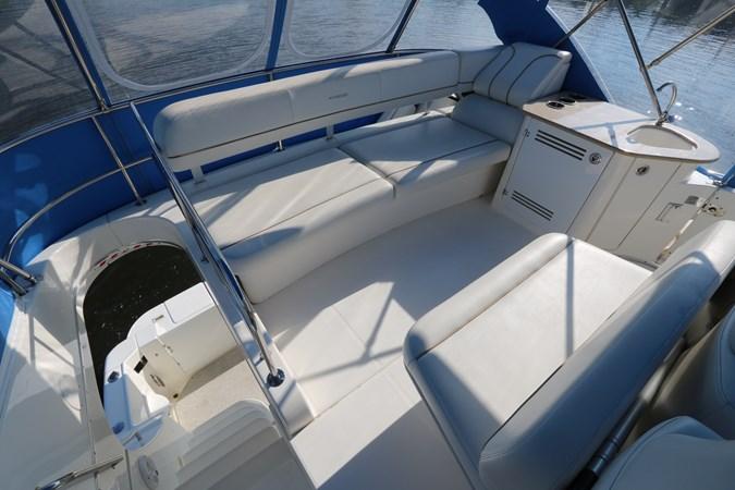 Seating 2010 SILVERTON 38 Sport Bridge Cruiser 2578529