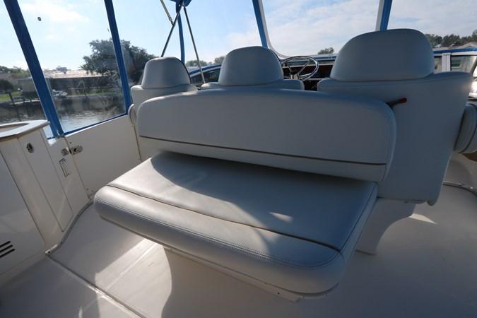Aft Seating 2010 SILVERTON 38 Sport Bridge Cruiser 2578534