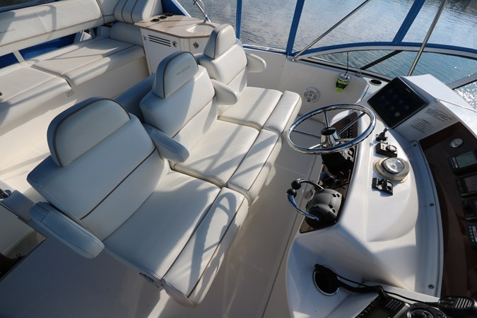 Helm Seating 2010 SILVERTON 38 Sport Bridge Cruiser 2578535