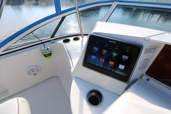 Electronics 2010 SILVERTON 38 Sport Bridge Cruiser 2578536