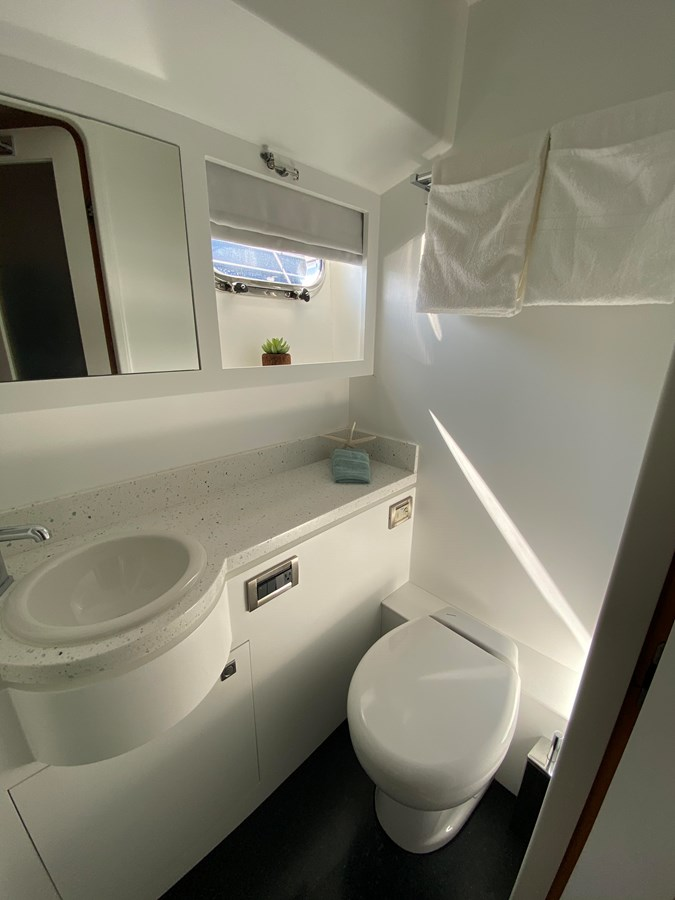 VIP BATHROOM 2013 HORIZON HORIZON PC60 Catamaran 2832059