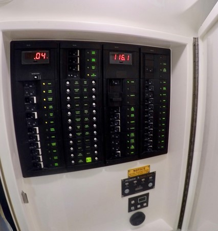 2014 INTREPID 47 PANACEA Center Console 2580780