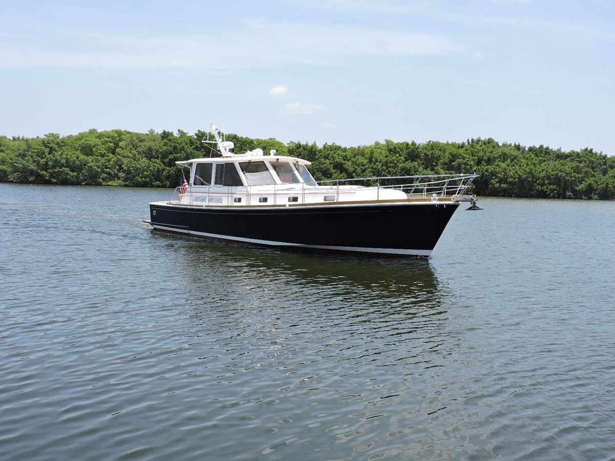 Main Profile 2005 GRAND BANKS EASTBAY 49 Cruiser 2582228