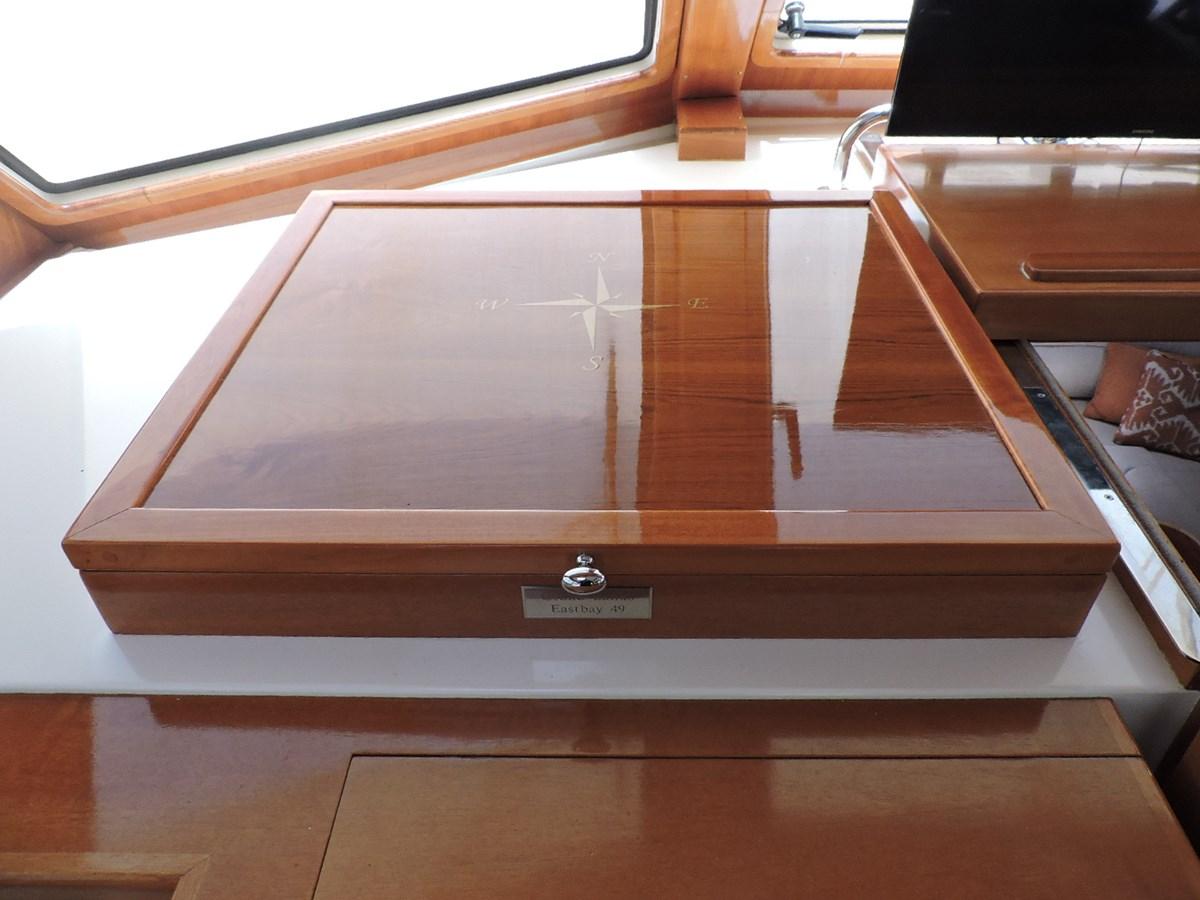 Chart Box 2005 GRAND BANKS EASTBAY 49 Cruiser 2582461