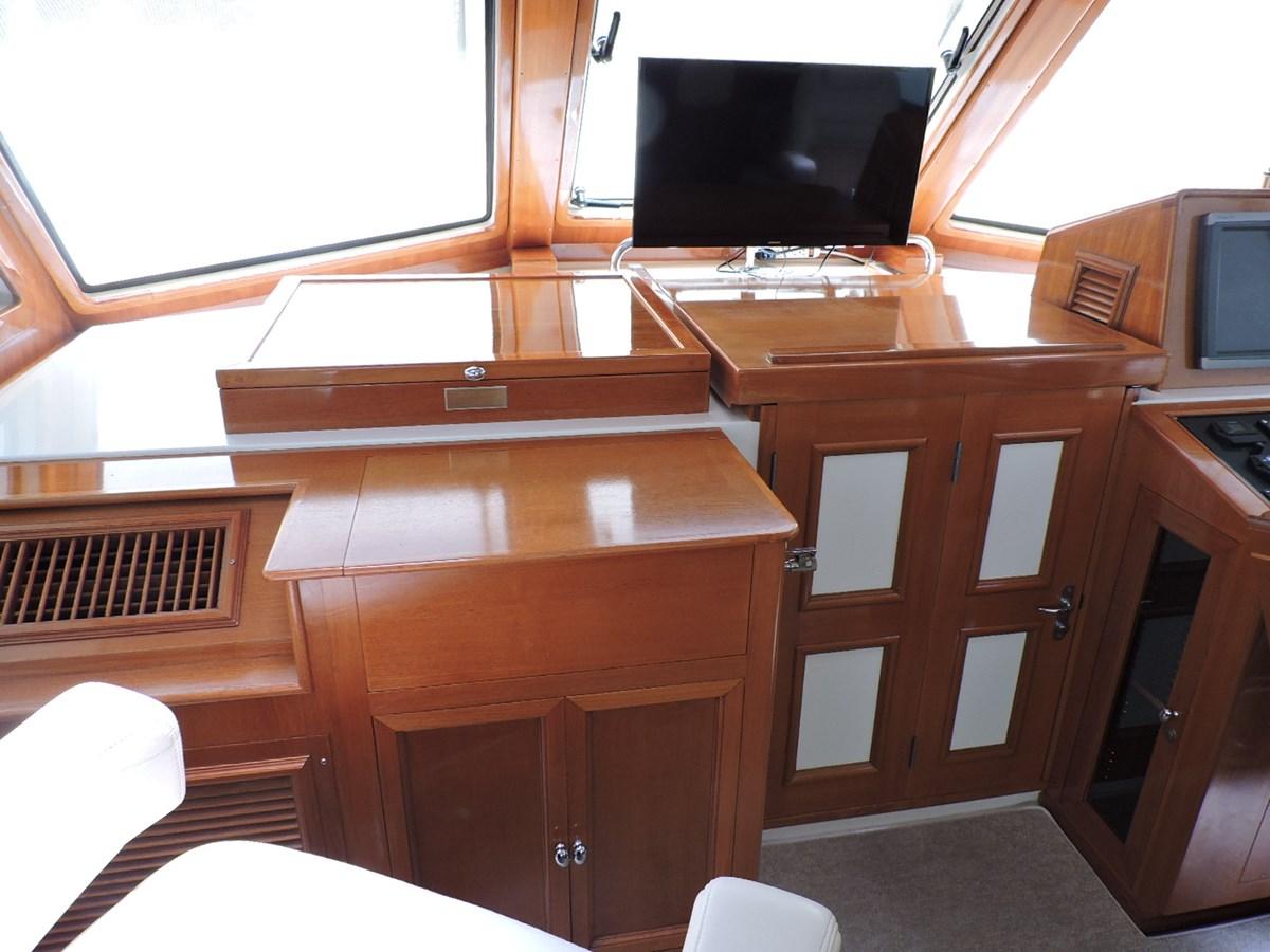 Upper Helm 2005 GRAND BANKS EASTBAY 49 Cruiser 2582462