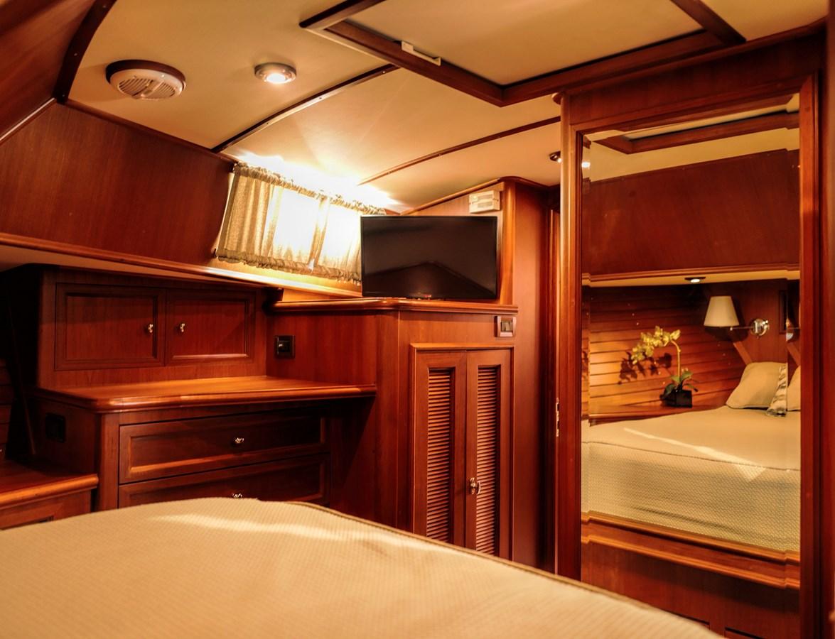 Master Stateroom 2005 GRAND BANKS EASTBAY 49 Cruiser 2582474