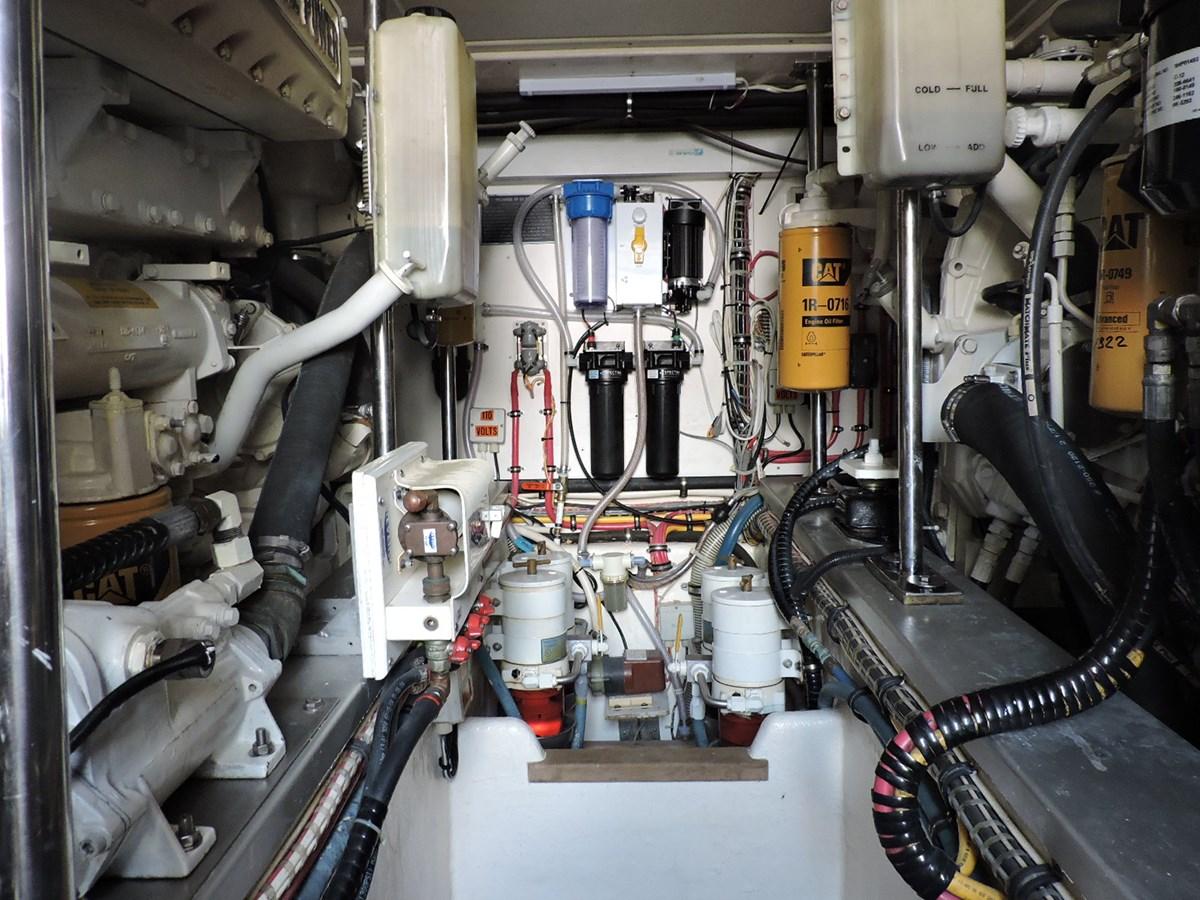 Engine Room 2005 GRAND BANKS EASTBAY 49 Cruiser 2582477