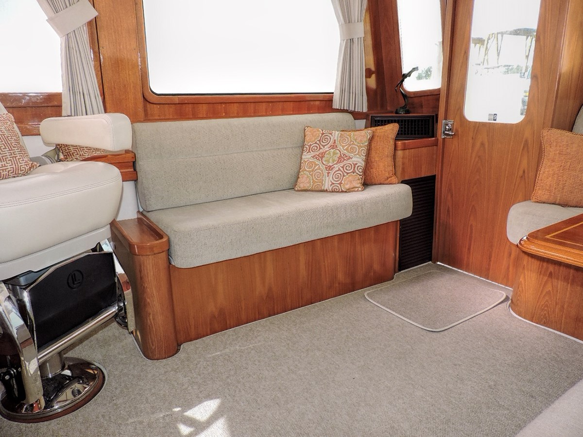 Upper Salon 2005 GRAND BANKS EASTBAY 49 Cruiser 2593569