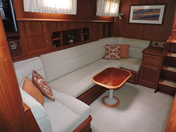 Lower Salon 2005 GRAND BANKS EASTBAY 49 Cruiser 2582233