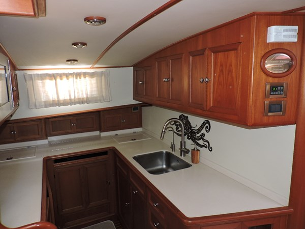 Galley 2005 GRAND BANKS EASTBAY 49 Cruiser 2582234