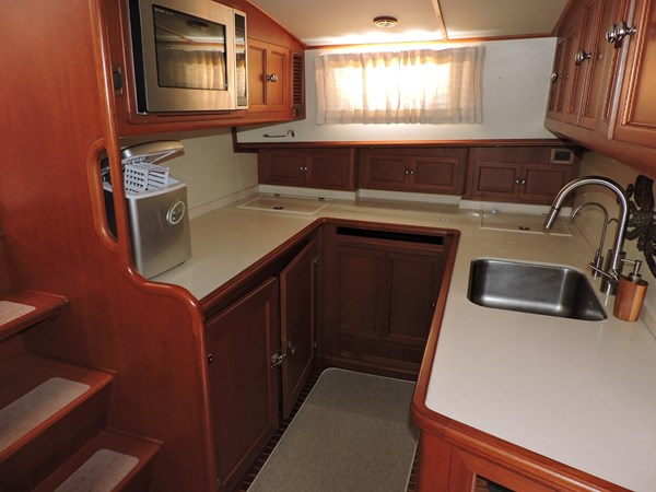Galley 2005 GRAND BANKS EASTBAY 49 Cruiser 2582235