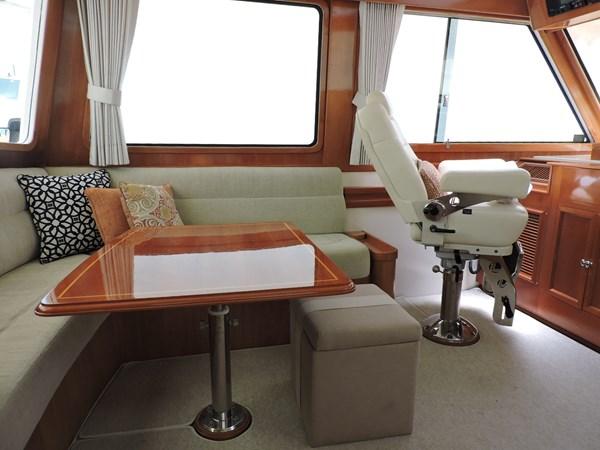 Upper Salon 2005 GRAND BANKS EASTBAY 49 Cruiser 2582465