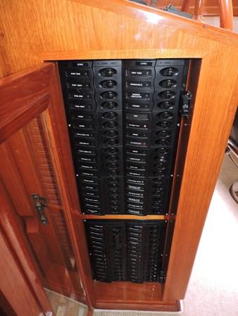 Breaker Panel 2005 GRAND BANKS EASTBAY 49 Cruiser 2582467