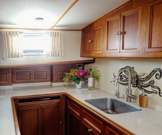 Galley 2005 GRAND BANKS EASTBAY 49 Cruiser 2582468