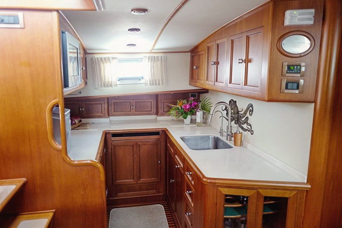 Galley 2005 GRAND BANKS EASTBAY 49 Cruiser 2582471