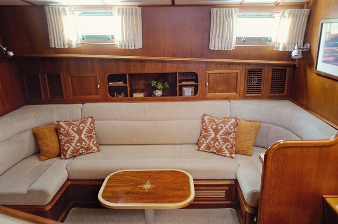 Lower Salon 2005 GRAND BANKS EASTBAY 49 Cruiser 2582472