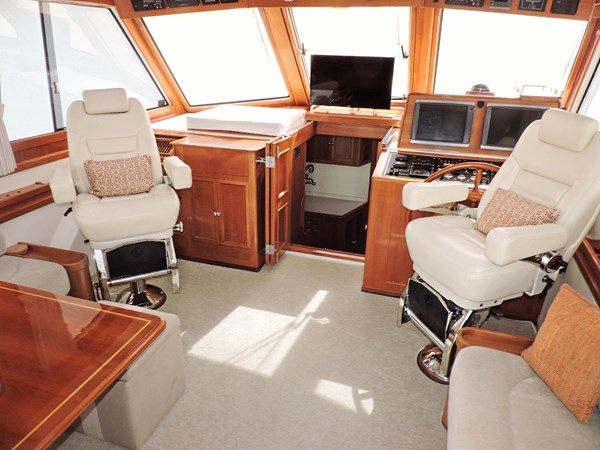 Upper Helm 2005 GRAND BANKS EASTBAY 49 Cruiser 2593568