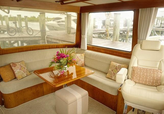 Upper Salon 2005 GRAND BANKS EASTBAY 49 Cruiser 2593570