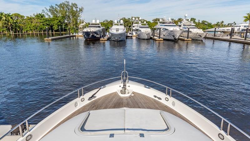 Bow 2004 LAZZARA Motor Yacht Motor Yacht 2719759
