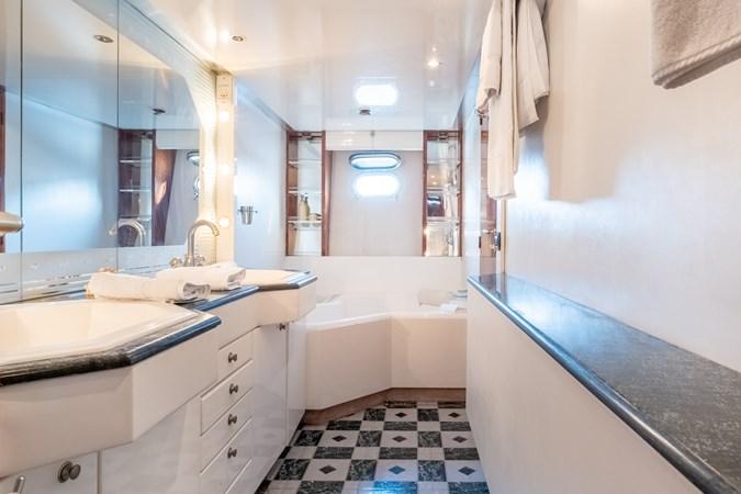 Guy Couach 2701 TIENNA - Master Bathroom 1 1991 GUY COUACH 2701 Motor Yacht 2680651