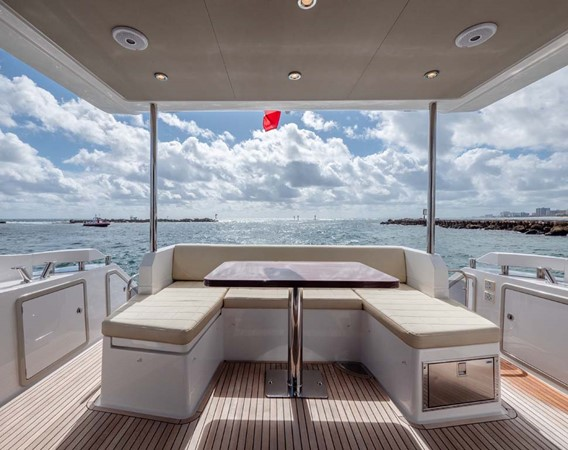 Bridge Seating 2016 AZIMUT 50 Flybridge Cruiser 2687566