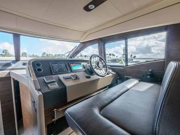 Lower Helm 2016 AZIMUT 50 Flybridge Cruiser 2687580