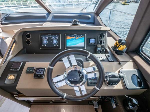 Lower Helm Electronics 2016 AZIMUT 50 Flybridge Cruiser 2687581