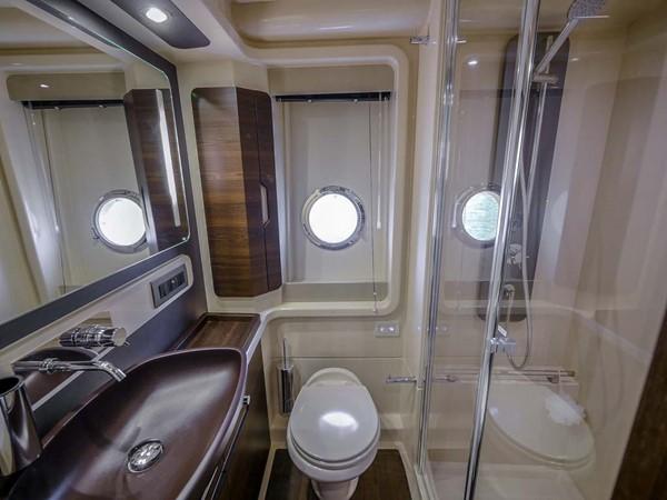 Master Head/Shower 2016 AZIMUT 50 Flybridge Cruiser 2687588