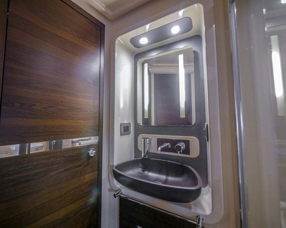 Master Head/Wash Basin 2016 AZIMUT 50 Flybridge Cruiser 2687589