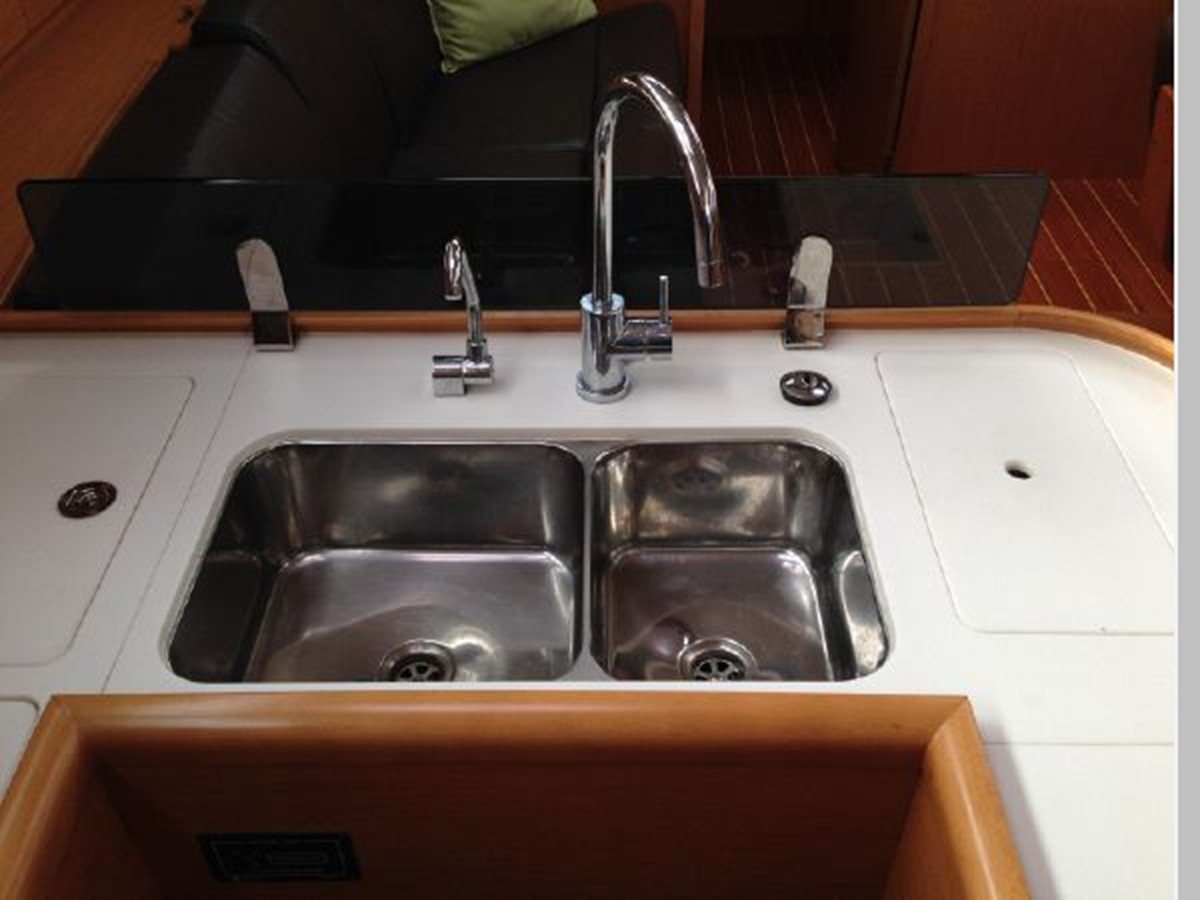 2011 JEANNEAU 53 Cruising Sailboat 2591657