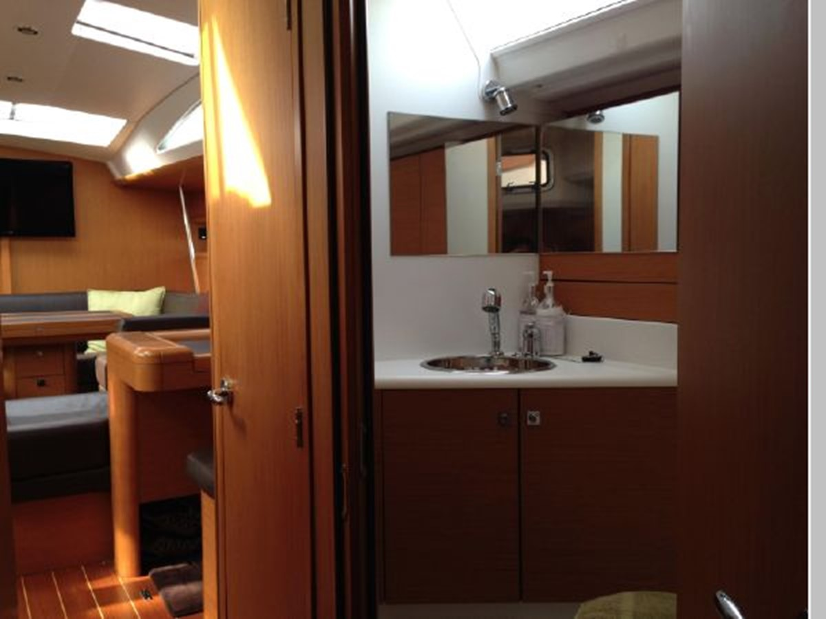 2011 JEANNEAU 53 Cruising Sailboat 2591687