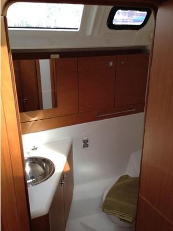 2011 JEANNEAU 53 Cruising Sailboat 2591683