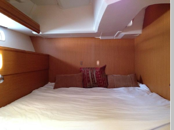2011 JEANNEAU 53 Cruising Sailboat 2591684