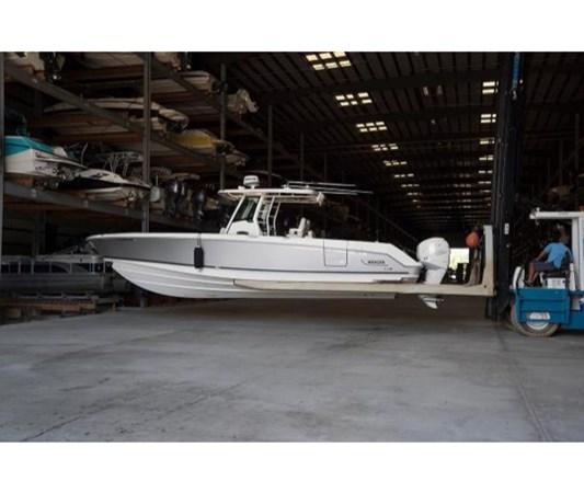Boston Whaler 330 Outrage 2016 BOSTON WHALER 330 Outrage Center Console MLS  #256400 | YATCO MLS - Yacht Sales