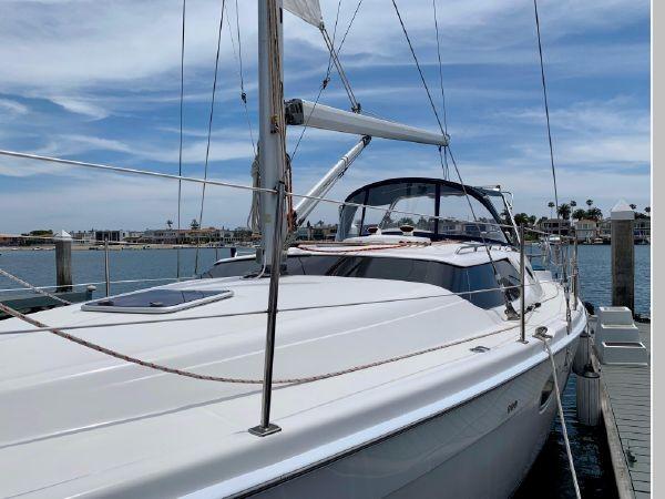 2011 HUNTER 45 Deck Salon Cruising/Racing Sailboat 2595059