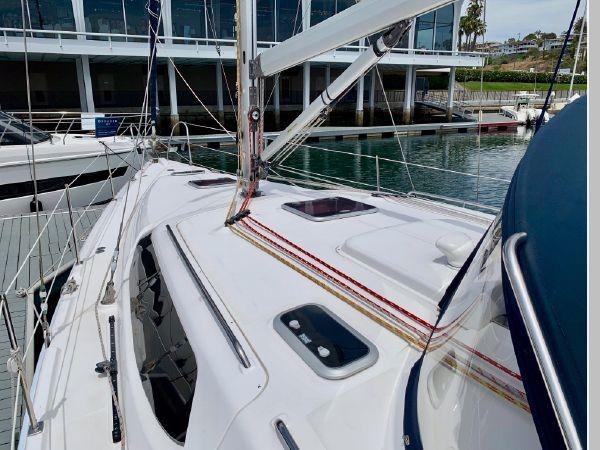 2011 HUNTER 45 Deck Salon Cruising/Racing Sailboat 2595064