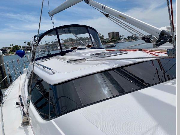 2011 HUNTER 45 Deck Salon Cruising/Racing Sailboat 2595071