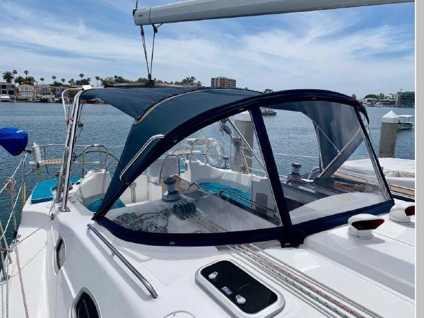 2011 HUNTER 45 Deck Salon Cruising/Racing Sailboat 2595072